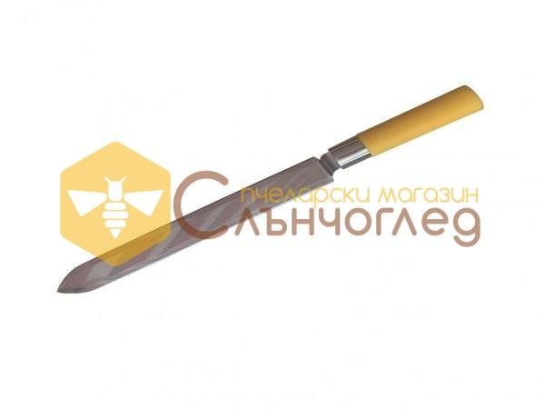 Нож гладък с пластмасова дръжка